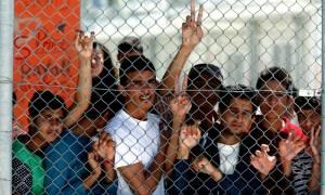 Εξέγερση προσφύγων στη Μυτιλήνη - Διαδηλώσεις για να φύγουν από το νησί