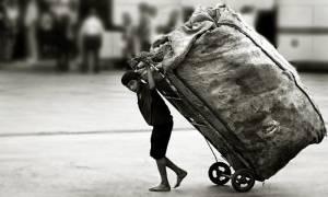 Τουρκία: Προσφυγόπουλα δουλεύουν για ένα κομμάτι ψωμί σε εργοστάσια στη Σμύρνη (Vid)