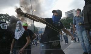 Βενεζουέλα: Στο χείλος της κοινωνικής έκρηξης (Pics & Vids)