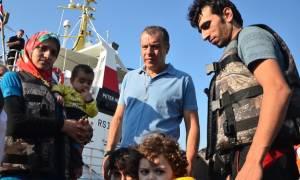 Θεοδωράκης: Το γκέτο του Ελληνικού προσβάλει και τη χώρα μας και τους πρόσφυγες