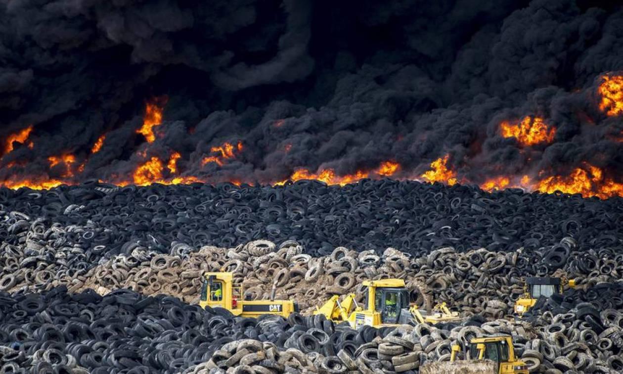 Ισπανία: Δέκα ημέρες θα χρειαστούν για να κατασβεστεί η πυρκαγιά στη χωματερή ελαστικών