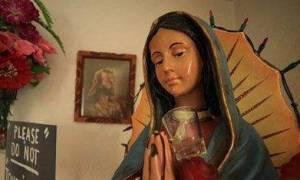 Δακρύζει (;) άγαλμα της Παναγίας στην Καλιφόρνια