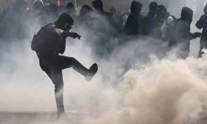 Καζάνι που βράζει η Γαλλία - Άγρια επεισόδια ανάμεσα σε αστυνομία και διαδηλωτές (videos)