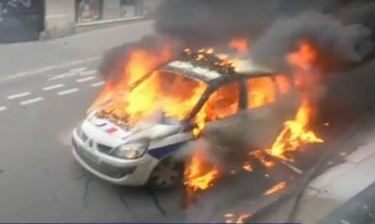 Απεργιακός πυρετός στη Γαλλία - Όχημα της αστυνομίας πυρπολήθηκε στο Παρίσι (pic+vid)