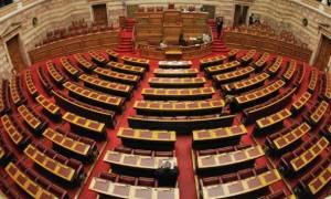 Στην Βουλή το υπερ-νομοσχέδιο χωρίς τον «κόφτη»