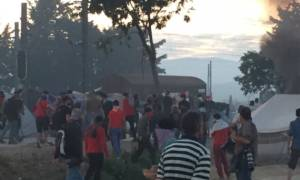 Ειδομένη: Νέα ένταση και επεισόδια ανάμεσα σε πρόσφυγες και αστυνομικούς (photos)