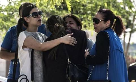Συντριβή αεροπλάνου Egyptair: Οι πρώτες φωτογραφίες από τους συγγενείς των επιβατών (pics)