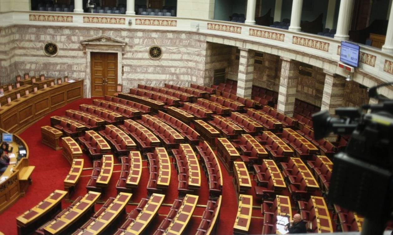 Πολυνομοσχέδιο: Ένταση, προσωπικές αντιπαραθέσεις και ύβρεις στη Βουλή
