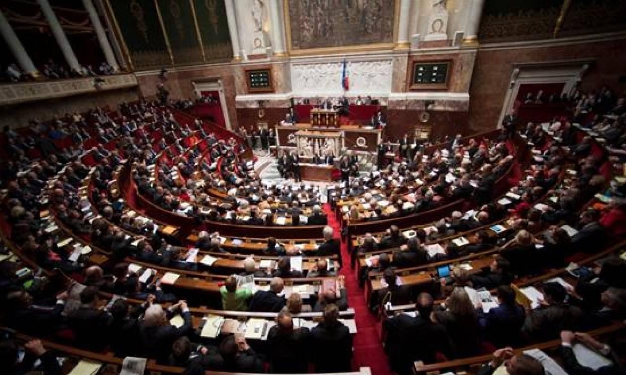 Το κοινοβούλιο της Γαλλίας ενέκρινε την παράταση της κατάστασης έκτακτης ανάγκης
