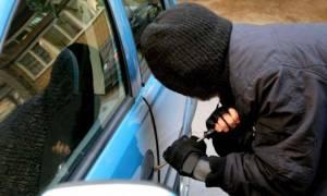 Πειραιάς: Χειροπέδες σε 37χρονο για κλοπές από σταθμευμένα οχήματα