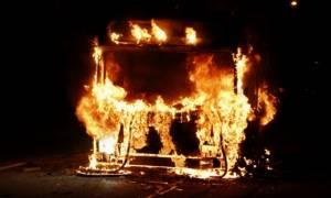 Άγνωστοι πέταξαν μολότοφ σε λεωφορείο στο ύψος του Πολυτεχνείου