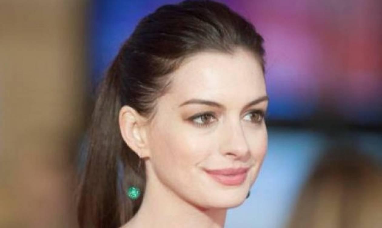 Anne Hathaway: Βόλτα με την οικογένεια της με άψογο look