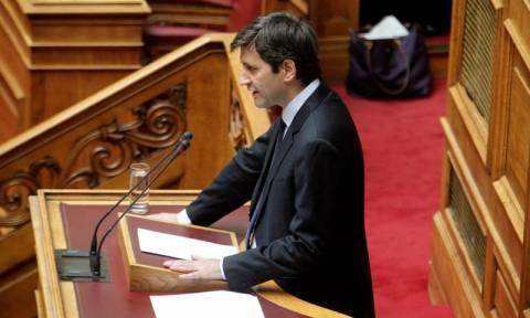 Πολυνομοσχέδιο: Ο Χουλιαράκης πετάει την «μπάλα στην εξέδρα» - «Οι άλλοι φταίνε για τα ελλείμματα»