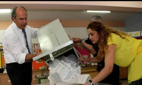 Τι δείχνουν τα πρώτα exit polls για τις εκλογές της Κύπρου