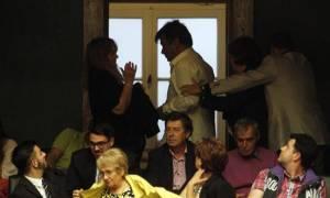 Επεισόδιο στη Βουλή: Πολίτης επιτέθηκε φραστικά στον Τσίπρα