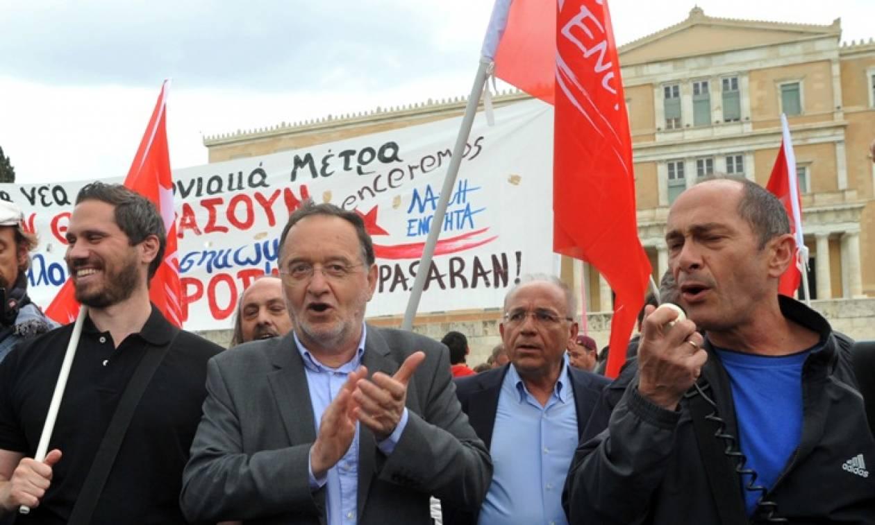 Το πανό που ανήρτησε ο Λαφαζάνης στη Βουλή (photo)