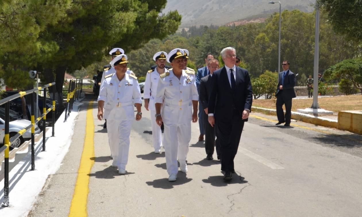 Επίσκεψη Υπουργού Άμυνας Ηνωμένου Βασιλείου στο Ναύσταθμο Κρήτης (pics)