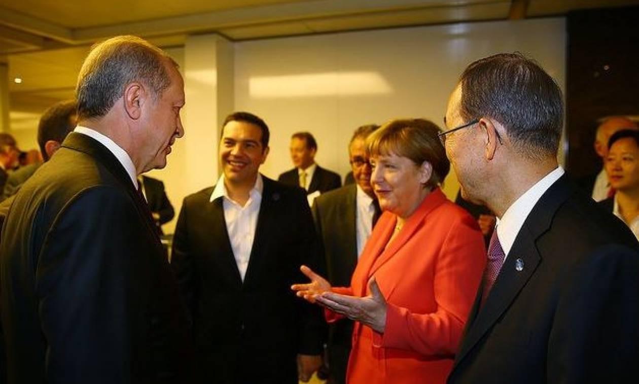 Τα tweets του Τσίπρα για το σύντομο «τετ-α-τετ» με Μέρκελ και Ερντογάν (photos)