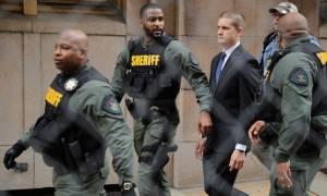 ΗΠΑ: Απαλλάχθηκε των κατηγοριών αστυνομικός για τον θάνατο Αφροαμερικανού