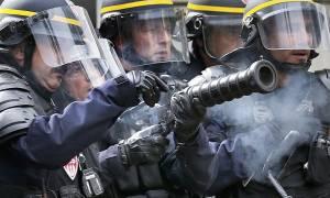 Αστυνομικές επεμβάσεις κι επεισόδια σε καταλήψεις διυλιστηρίων που έχουν παραλύσει τη Γαλλία (Pics)