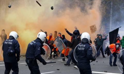 Δείτε εικόνα από τα επεισόδια στις Βρυξέλλες ανάμεσα σε διαδηλωτές και την αστυνομία