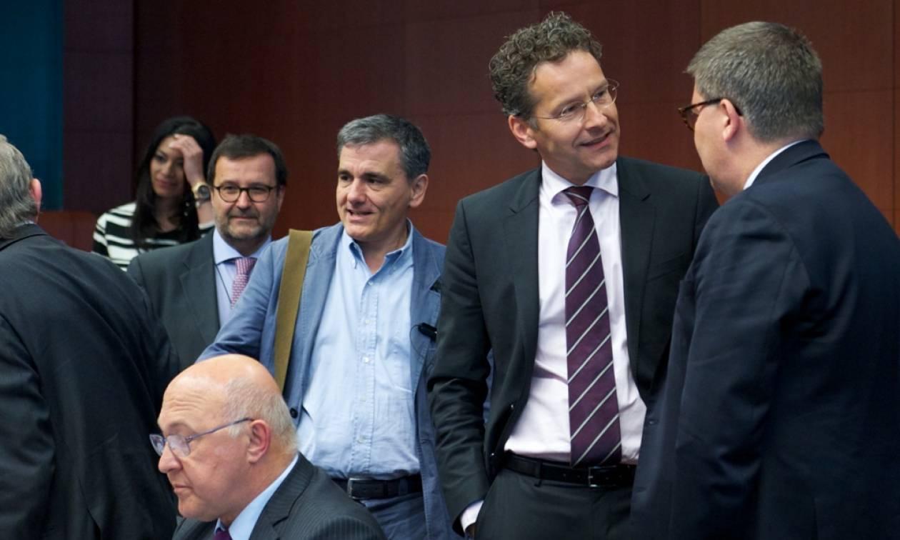 Eurogroup LIVE: «Κόβουν και ράβουν» το κείμενο της ανακοίνωσης