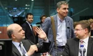 Eurogroup: «Κλωτσάνε» οι δανειστές για μέτρα και υπερ-ταμείο