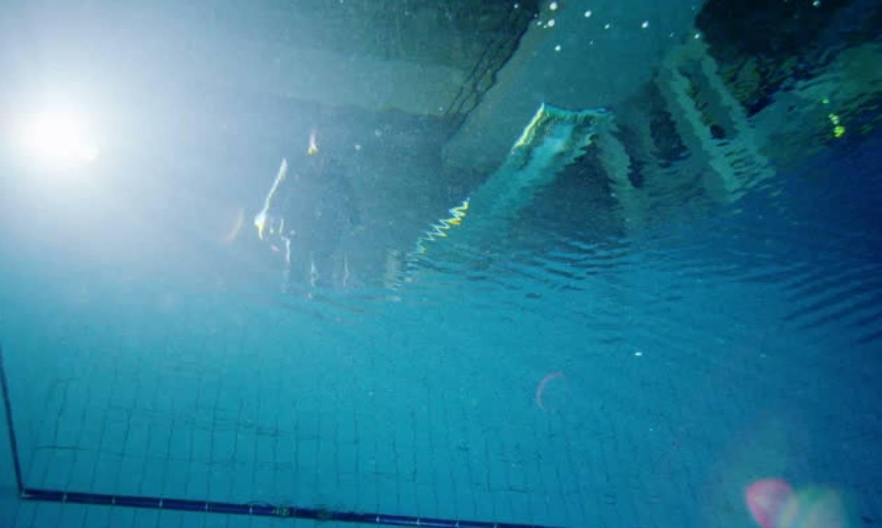 Τραγωδία στην Σκιάθο: Πέθανε ενώ κολυμπούσε στην πισίνα της βίλας που είχε νοικιάσει