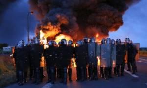 Παραλύει η Γαλλία: Προσφεύγει στα στρατηγικά αποθέματα πετρελαίου λίγο πριν το Euro 2016 (Vid)