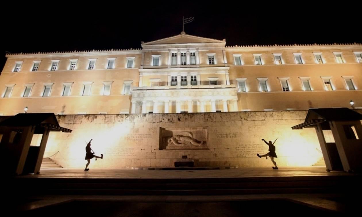 Bloomberg: Η Ευρωζώνη συμφώνησε σε κριτήρια για το ελληνικό χρέος