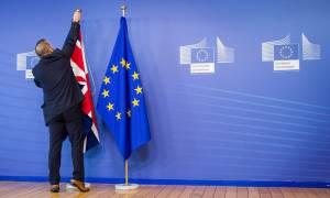 Reuters: Εμπιστευτικές συζητήσεις στις Βρυξέλλες για ενδεχόμενο Brexit