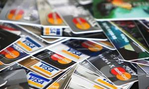 Με κάρτα οι συναλλαγές άνω των 100 ευρώ στις εφορίες