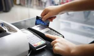 Παντού κάρτες - Μετρητά μέχρι... 100 ευρώ στις εφορίες