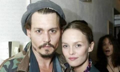 Όλα τα βλέμματα στη Vanessa Paradis: Η πρώτη εμφάνιση της πρώην του Depp μετά το διαζύγιο