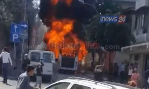 Αλβανία: Δύο νεκροί και δέκα τραυματίες από πυρκαγιά σε λεωφορείο (vid)