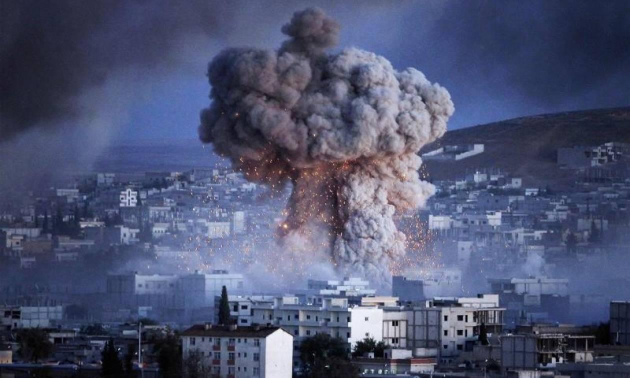 Συρία: Βομβαρδίζονται θέσεις του ISIS στη Ράκα – Δεκάδες χιλιάδες άμαχοι εγκλωβισμένοι (Vids)