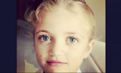 Η πανέμορφη μικρούλα είναι κόρη γνωστού τραγουδιστή - Την αναγνωρίζετε;