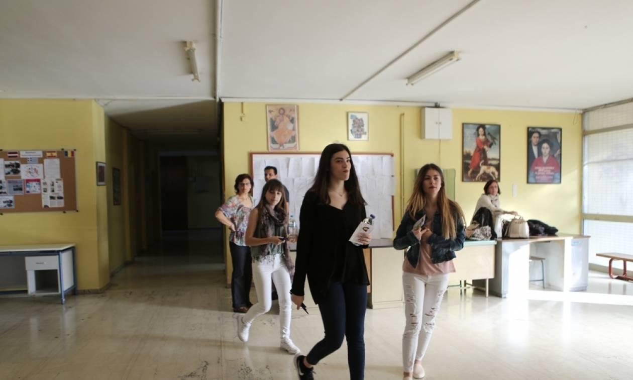 Πανελλήνιες 2016: Απίστευτο «θρίλερ» με τις Βάσεις - Ποιο μάθημα αποδεικνύεται βαρόμετρο