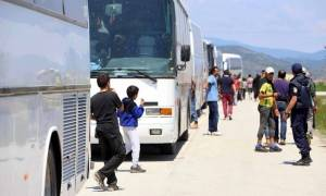 Μετά την επιχείρηση στην Ειδομένη σειρά παίρνουν Πειραιάς κι Ελληνικό-Στους 53.221 οι εγκλωβισμένοι