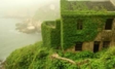 Η πλούσια βλάστηση «κατάπιε» το έρημο ψαροχώρι