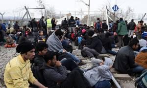 Οι πρόσφυγες παραμένουν γύρω από την Ειδομένη (vid)