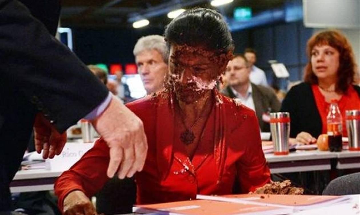 Γερμανία: Έριξαν... τούρτα στην αρχηγό της ΚΟ της Αριστεράς! (vid)