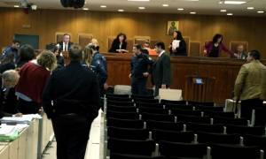 Νέα διακοπή στη δίκη της Χρυσής Αυγής - Δυσφορία από την οικογένεια Φύσσα