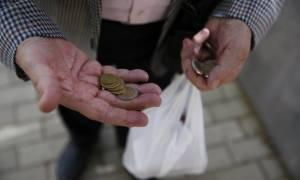 Παραμένει η ύφεση - Αναθεωρεί επί τα χείρω η ΕΛΣΤΑΤ