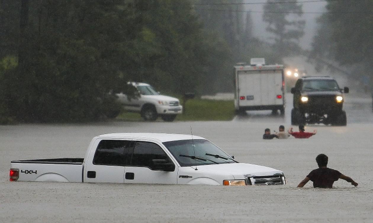Τέξας: Το σπαρακτικό μήνυμα 21χρονου λίγο πριν πνιγεί - Έξι νεκροί από τις πλημμύρες (pics+vid)