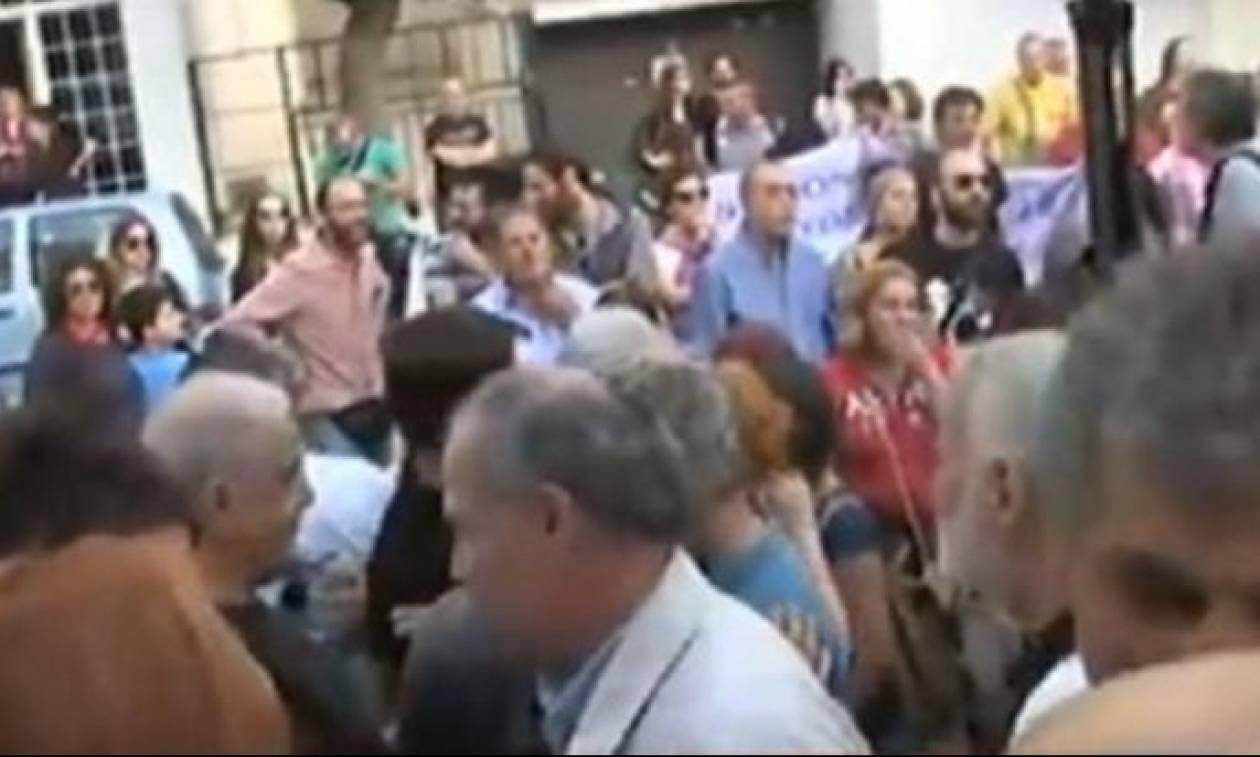 Επεισόδια στην Καλλιθέα: Στελέχη του ΣΥΡΙΖΑ αρπάχτηκαν με εκπαιδευτικούς