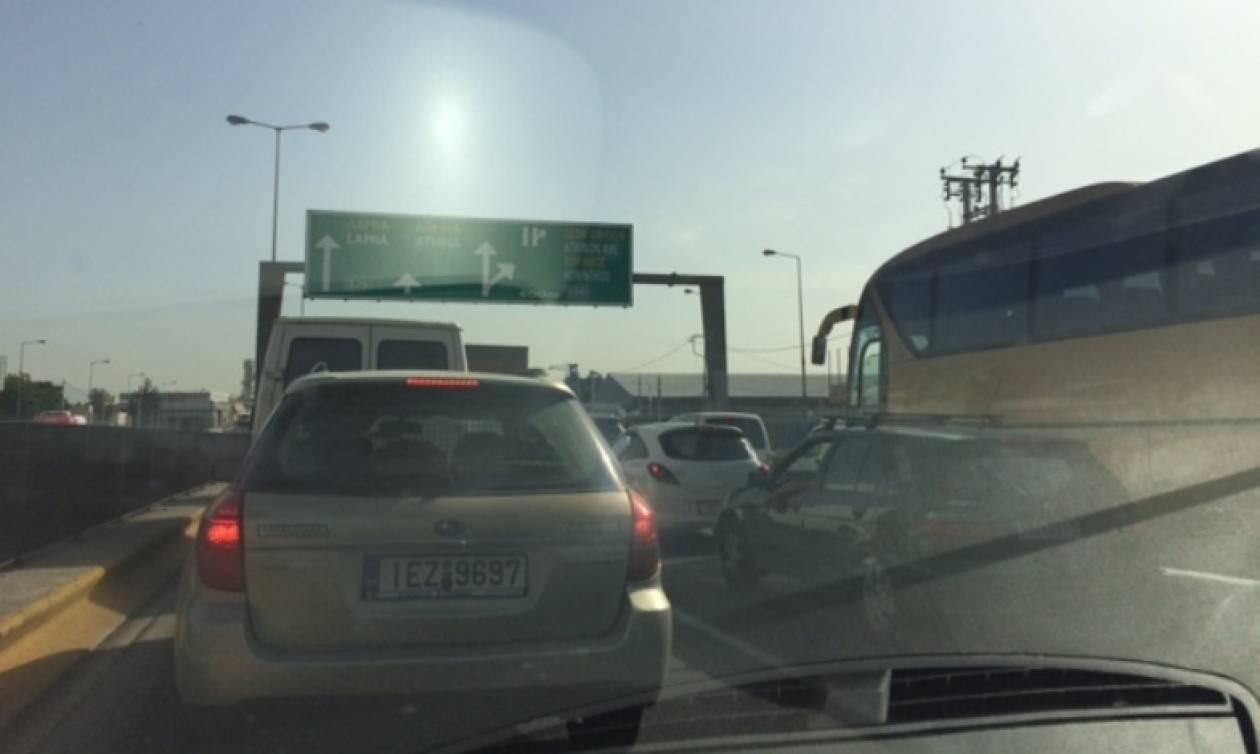 ΤΩΡΑ – Απίστευτη κίνηση στους δρόμους: Σε ποια σημεία τα οχήματα είναι ακινητοποιημένα