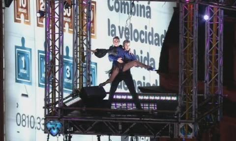 Τάνγκο για ρεκόρ Γκίνες: Χόρεψαν σε ύψος 60 μέτρων! (pic+vid)