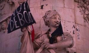 Παραλύει η Γαλλία λόγω απεργίας διαρκείας στους σιδηροδρόμους – Σειρά έχουν τα αεροδρόμια (Vids)