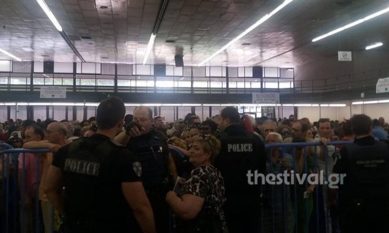 Θεσσαλονίκη: Χαμός σε διανομή τροφίμων - Ένταση και λιποθυμίες στις ουρές (photos&video)